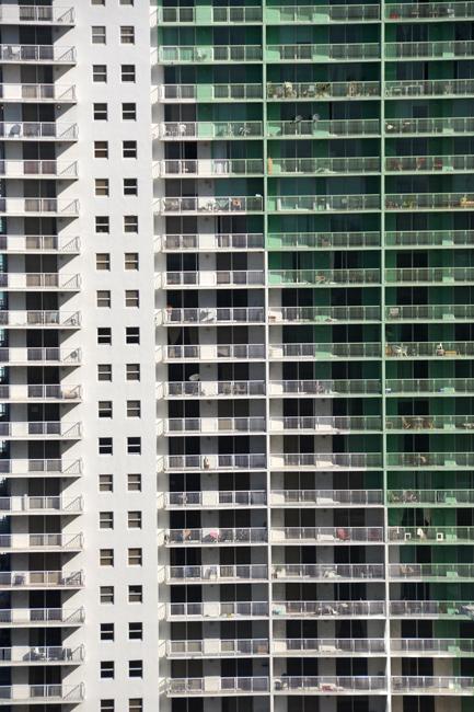 Miami_architecture_glass_building4