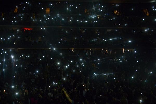 JayZ_fans_lights