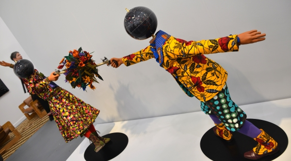 Yinka_Shonibare_kids_2_Frieze