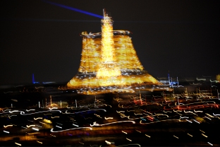 Eiffel_tower_blur_JDeppeParker_2017_01