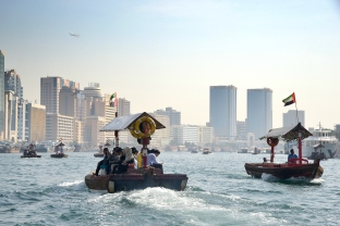 dubai_canal_boats_3